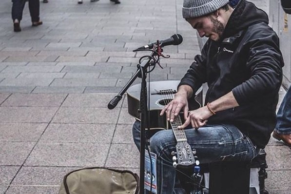 Zar busking on Henry Street, by Photographer Linn Hansen