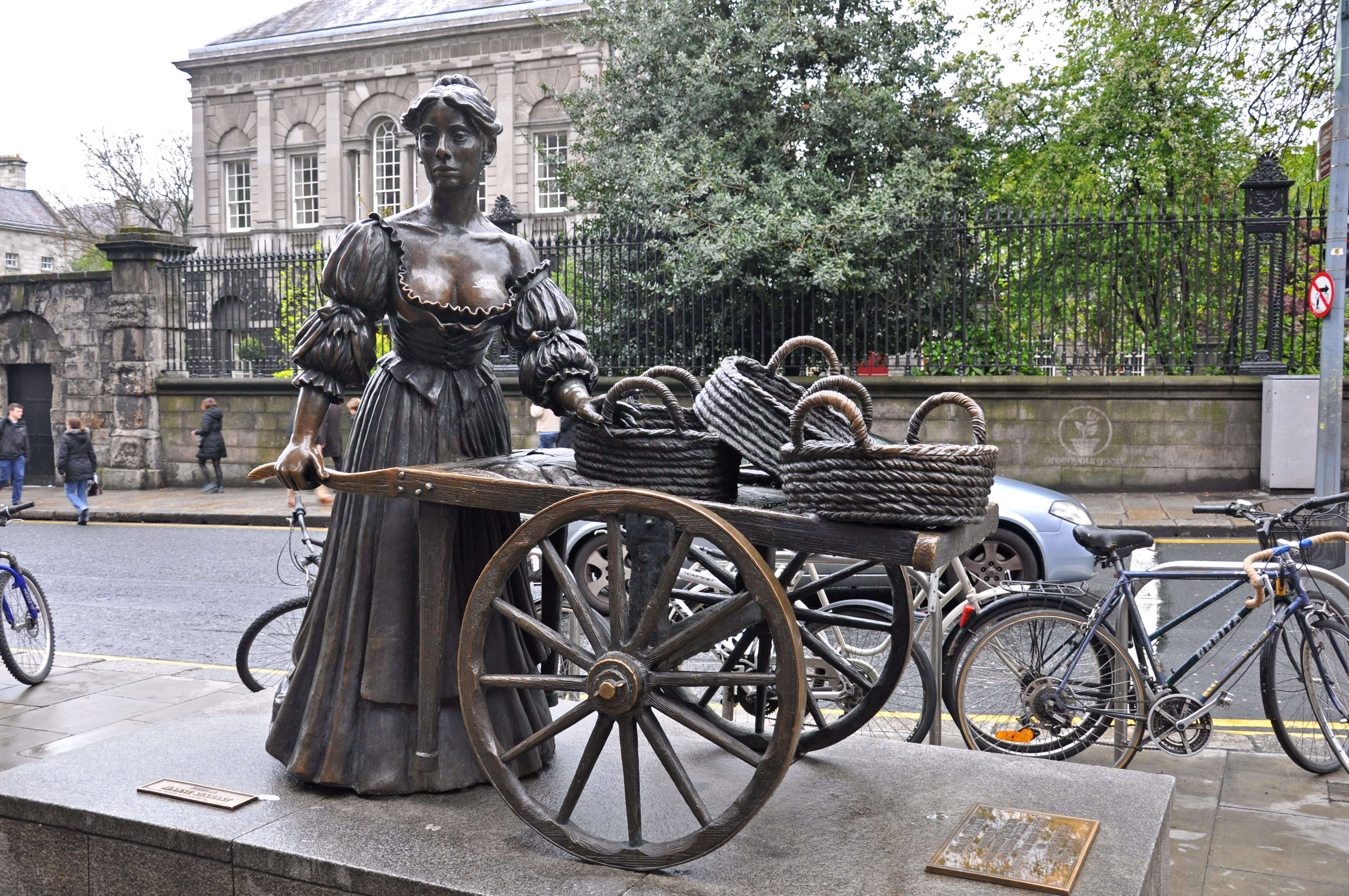 Molly Malone statue, Photo Credit: Jennifer Boyer (Flickr)