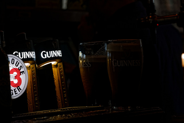 Guiness in a Pub - Credit photo : PharaoKing (Flickr)