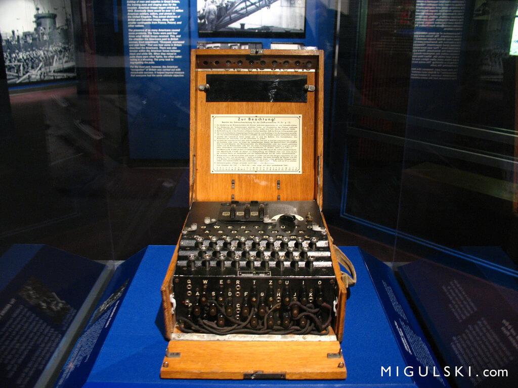 erman / Deutsch Enigma Machine: World War II Museum, New Orleans, Lousiana, USA - Bogdan Migulski (Flickr)